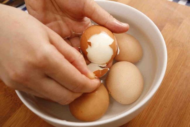 Aprende a pelar correctamente los huevos cocidos