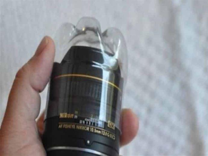Tapa tu cámara con un recipiente de plástico