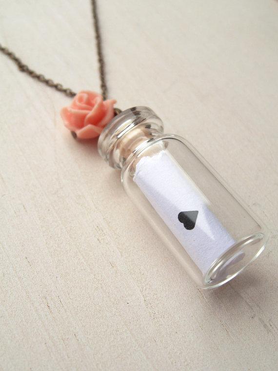 Botes de cristal pequeños en tus collares